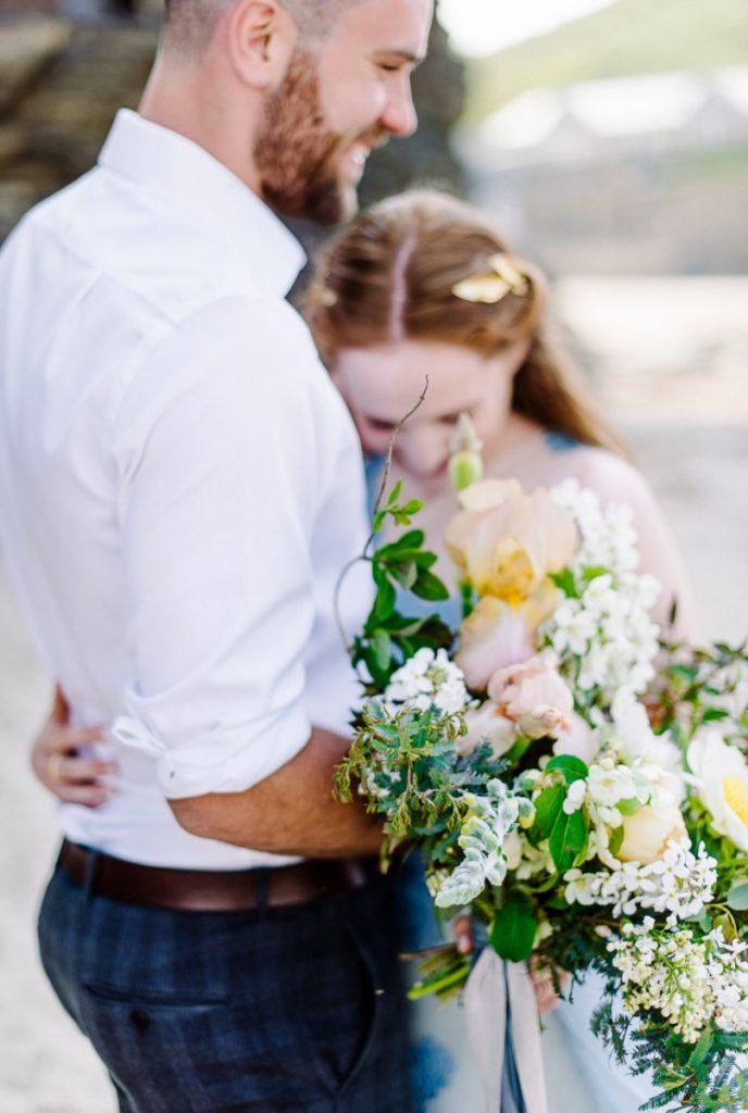 (11)_Elopement_Cornwall_heiraten_Ausland_blaues_brautkleid_blue_wedding_dress_individual_intimate_hochzeit