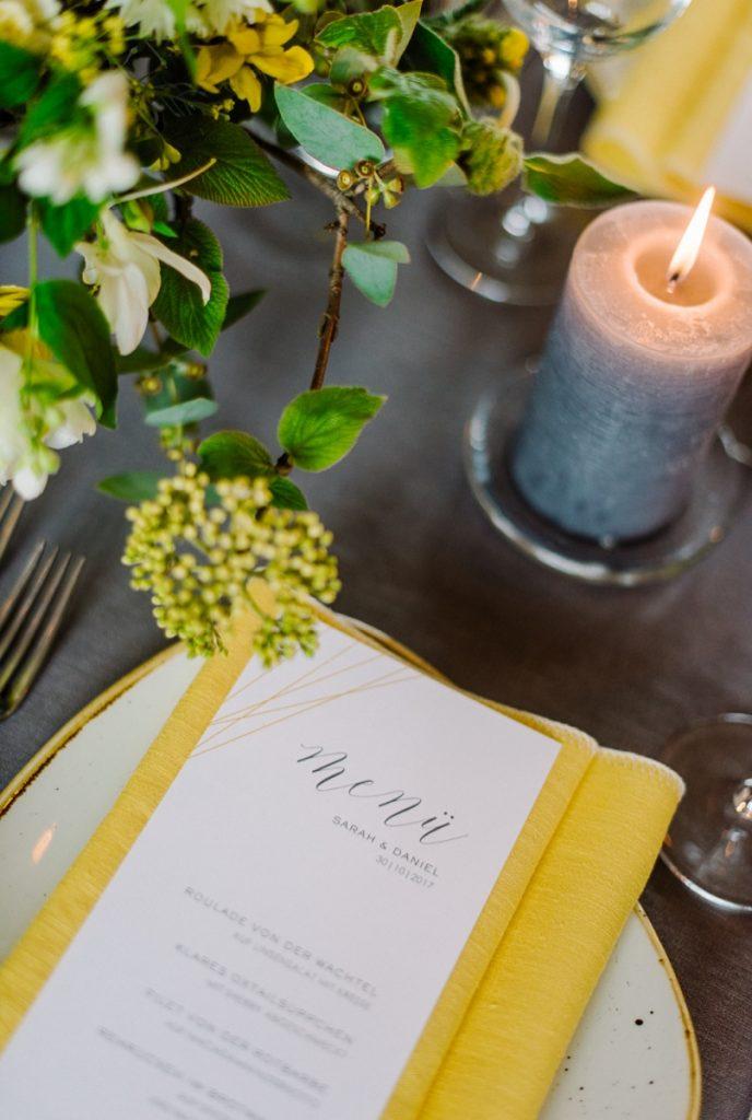 (12)Hochzeit_wedding_inspiration_flowers_blumen_gut_sonnenhausen_Kitty_Fried_Photography_Kochstall_yellow_gelb_grey_grau