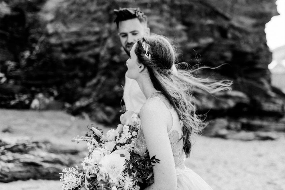 (15)_Elopement_Cornwall_heiraten_Ausland_blaues_brautkleid_blue_wedding_dress_individual_intimate_hochzeit