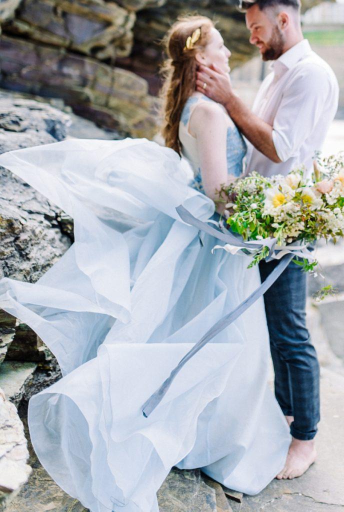 (16)_Elopement_Cornwall_heiraten_Ausland_blaues_brautkleid_blue_wedding_dress_individual_intimate_hochzeit