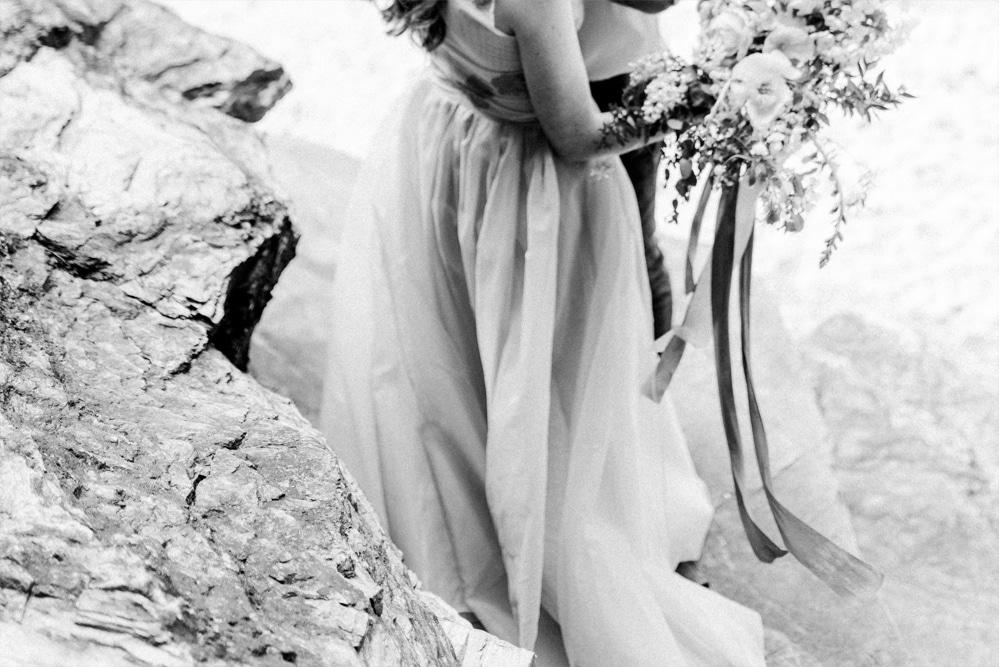 (17)_Elopement_Cornwall_heiraten_Ausland_blaues_brautkleid_blue_wedding_dress_individual_intimate_hochzeit
