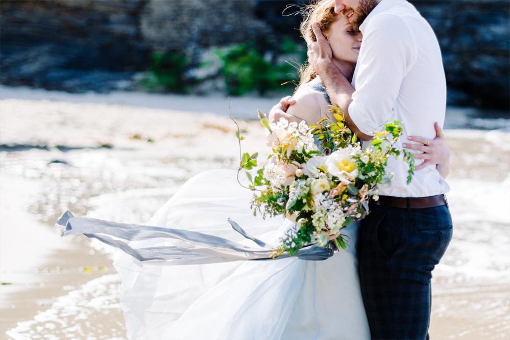 (22)_Elopement_Cornwall_heiraten_Ausland_blaues_brautkleid_blue_wedding_dress_individual_intimate_hochzeit