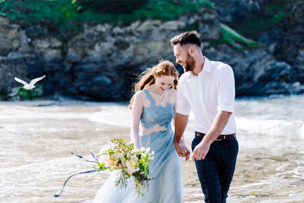 (25)_Elopement_Cornwall_heiraten_Ausland_blaues_brautkleid_blue_wedding_dress_individual_intimate_hochzeit