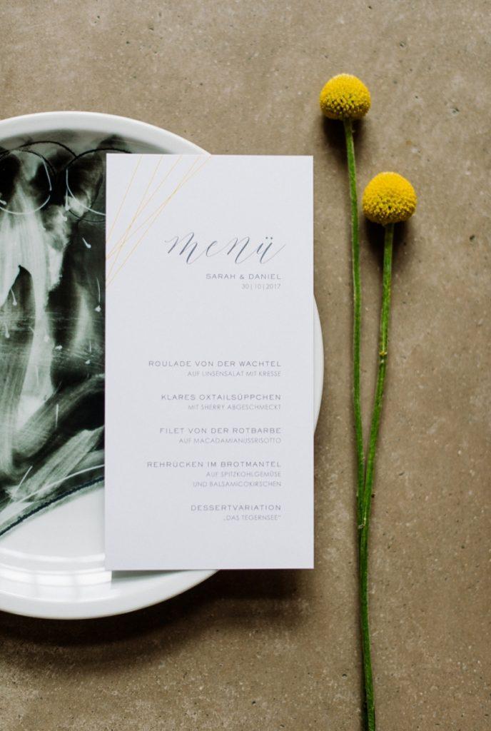 (2)Hochzeit_wedding_inspiration_flowers_blumen_gut_sonnenhausen_Kitty_Fried_Photography_Kochstall_yellow_gelb_grey_grau