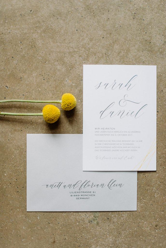 (5)Hochzeit_wedding_inspiration_flowers_blumen_gut_sonnenhausen_Kitty_Fried_Photography_Kochstall_yellow_gelb_grey_grau